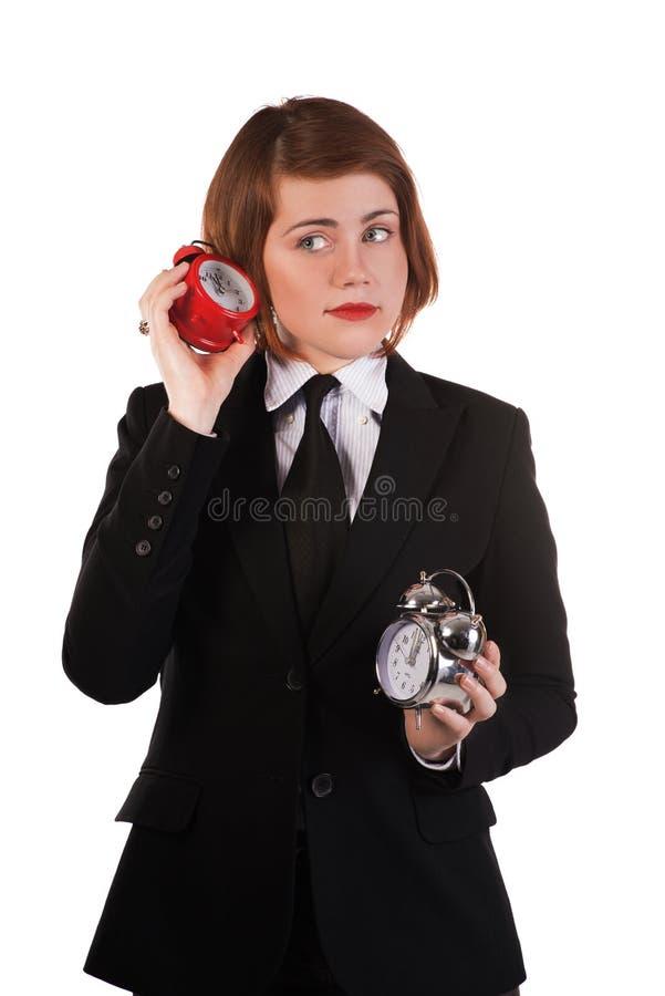 ???Girl que escucha el reloj que hace tictac imagen de archivo libre de regalías