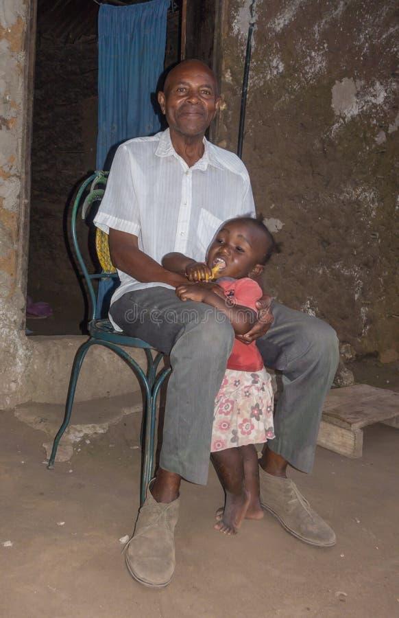 Дед и внук племени Griama стоковые фотографии rf