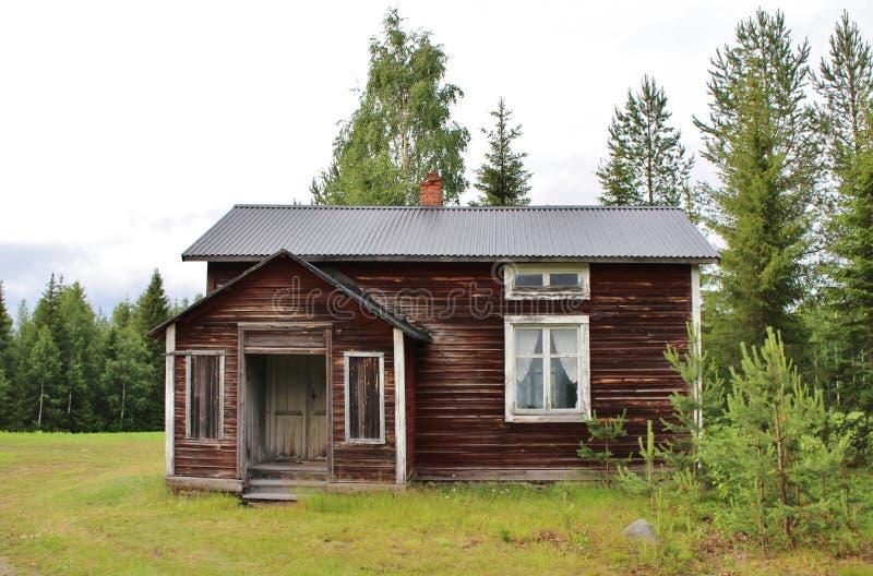 Дезертированный дом дорогой гравия стоковая фотография