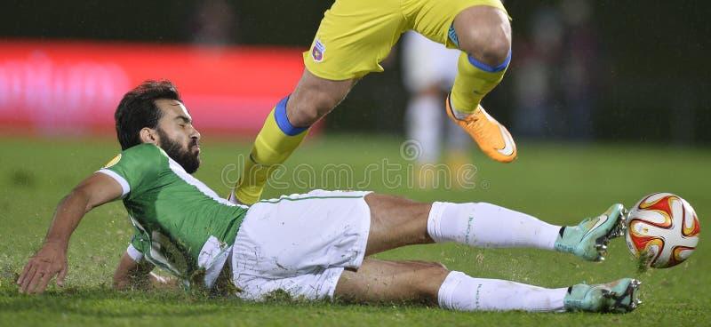 Действие футбола - трудная сползая снасть стоковые изображения rf