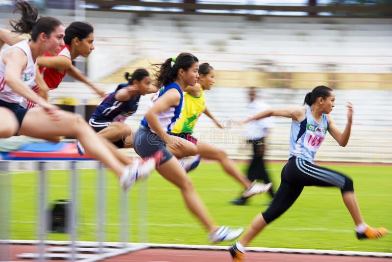 действие 100 запачкало женщин метров s барьеров