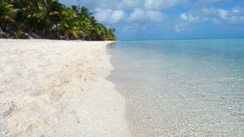 Действительно пляж с белым песком в рае стоковое фото