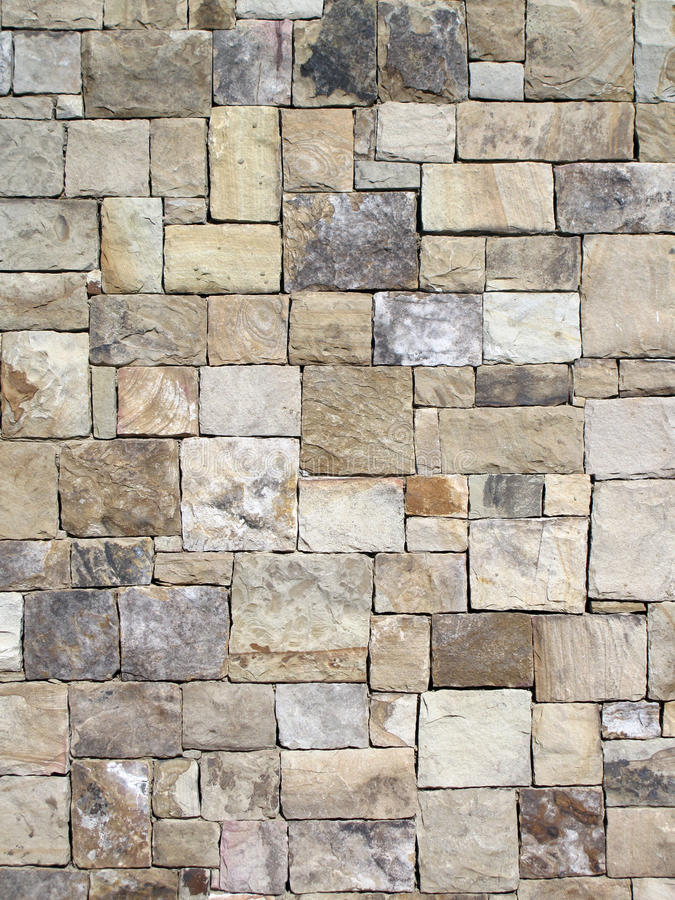 Декоративная геометрическая каменная стена стоковая фотография