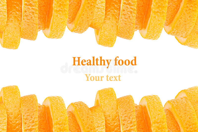 Декоративная законцовка от кучи кусков сочного апельсина на белой предпосылке Граница плодоовощ, рамка изолировано еда вареников  стоковые изображения rf
