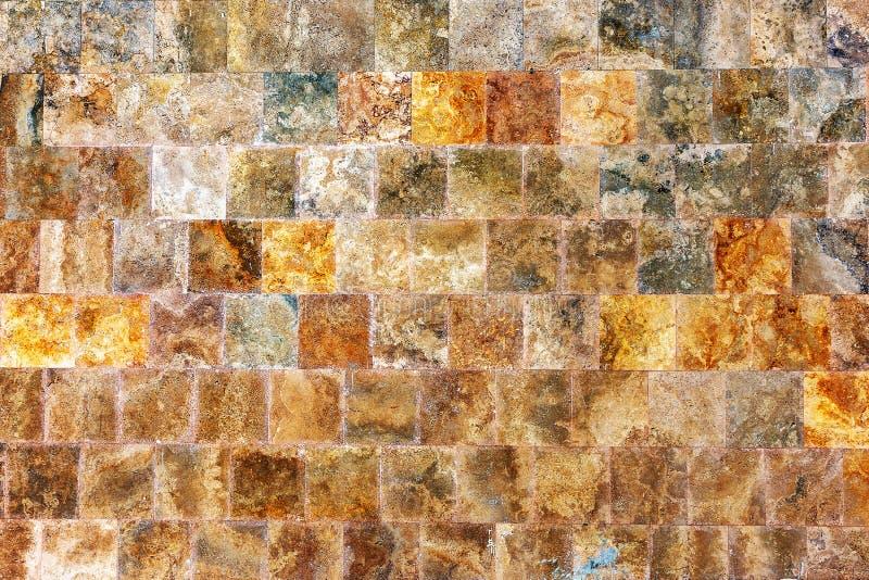 Декоративная текстурированная стена предпосылки мраморных плиток стоковые изображения rf