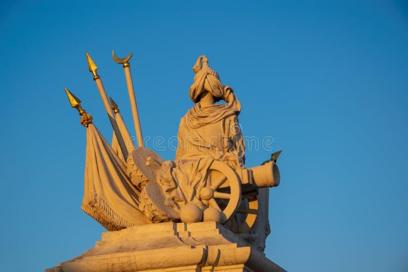 Декоративная часть ворот Leopold в замке Братиславы, Словакии в свете захода солнца стоковая фотография rf