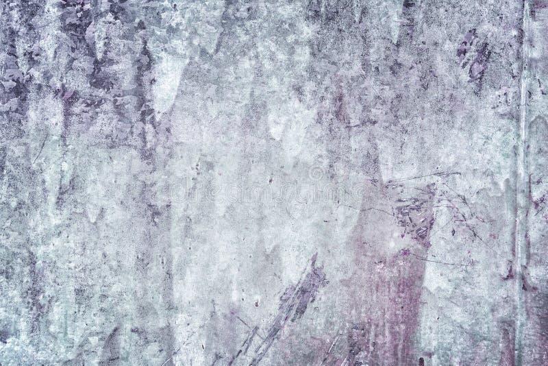 Декоративное покрытие с неровной текстурой Старая заштукатуренная стена с пятнами и царапинами Темный - серая замазка Пробел стоковая фотография