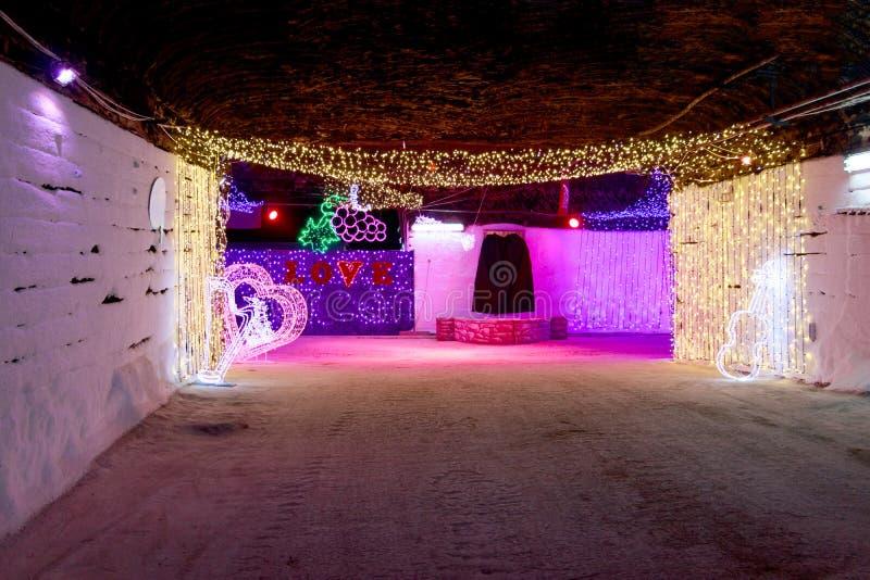 Декоративные света освещают подземные улицы стоковое изображение rf