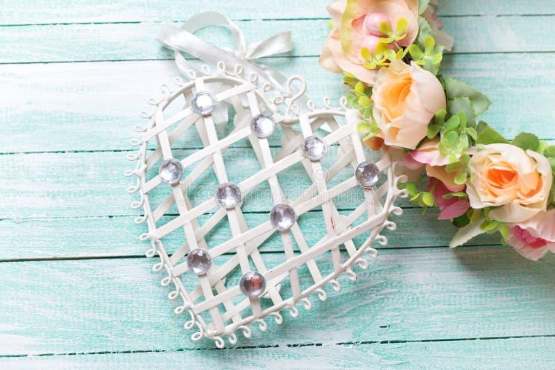 Декоративные сердце и венок цветка стоковые изображения rf