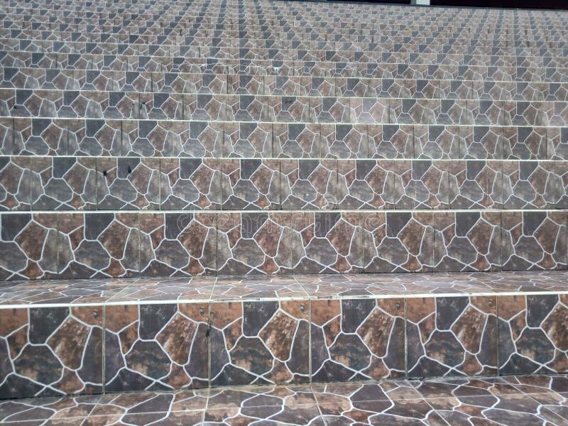 Декоративные элементы интерьера керамической плитки, конспекта и лестниц, используемых во внутреннем художественном оформлении стоковая фотография rf