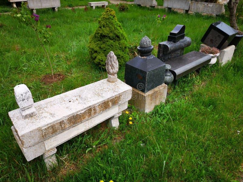 Декоративные элементы камня для могил стоковая фотография rf