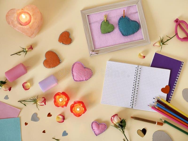 Декоративный состав для поздравлений с валентинками, свадьба, день рождения стоковые фотографии rf