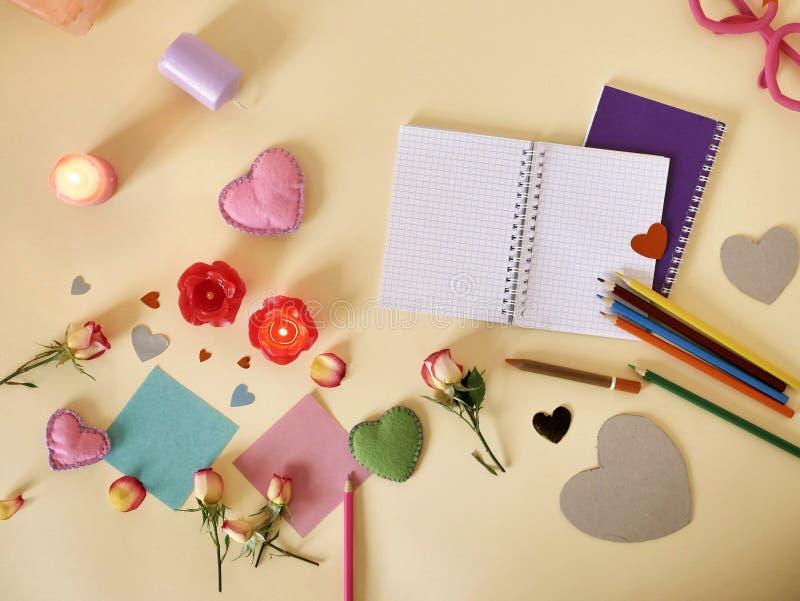 Декоративный состав для поздравлений с валентинками, свадьба, день рождения стоковое фото