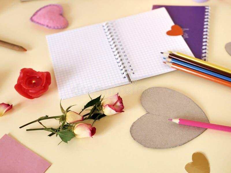 Декоративный состав для поздравлений с валентинками, свадьба, день рождения стоковое изображение