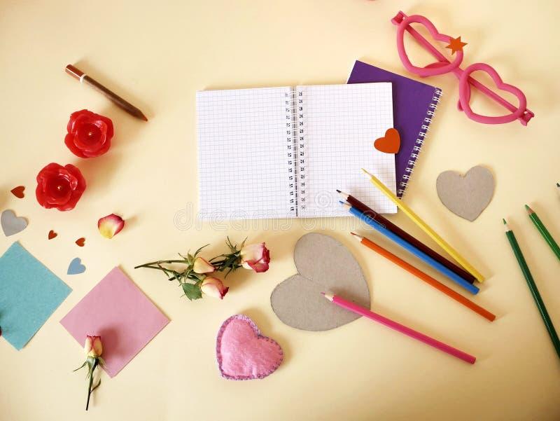 Декоративный состав для поздравлений с валентинками, свадьба, день рождения стоковые фото