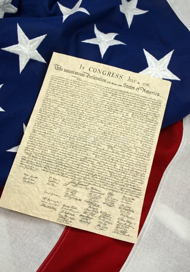 Декларация Независимости на американском флаге, вертикальном стоковое изображение