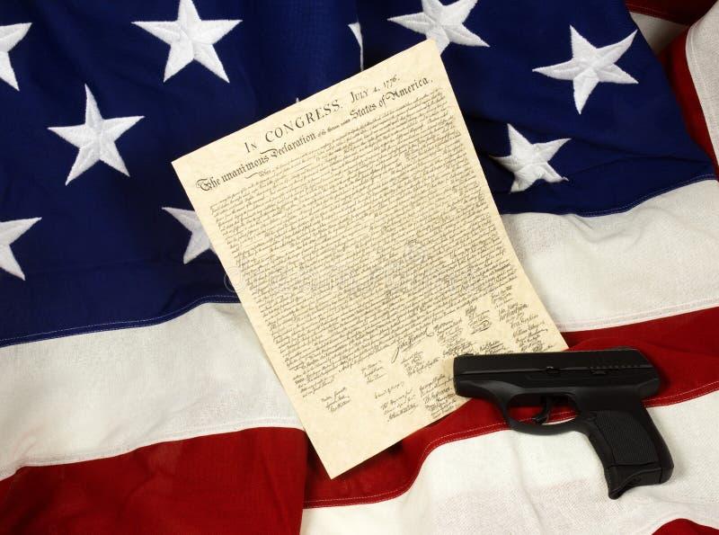 Декларация Независимости с оружием руки, горизонтальным стоковые фотографии rf
