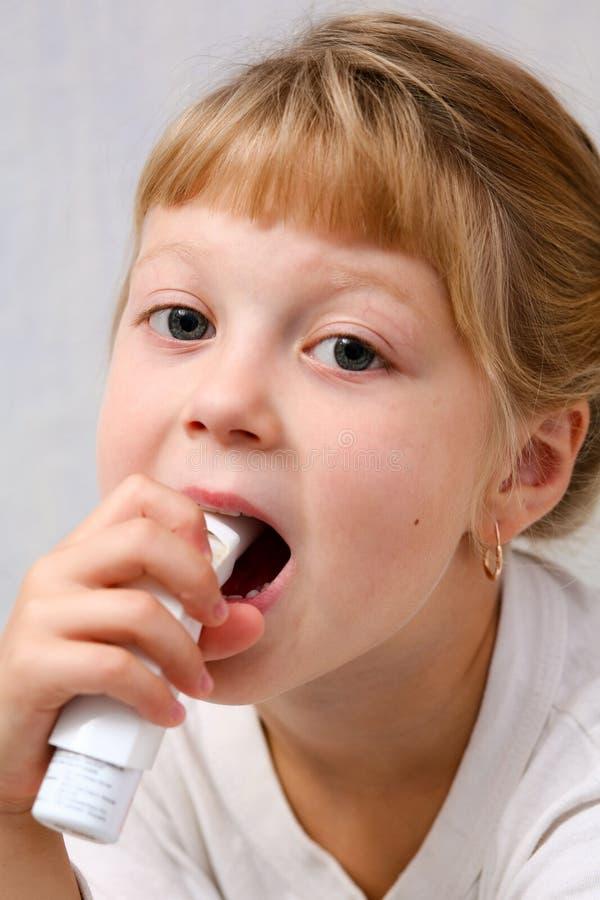 делать вдыхания ребенка стоковые изображения rf