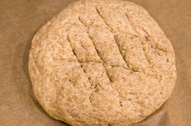 Делать из домодельного круглого хлеба стоковые фото