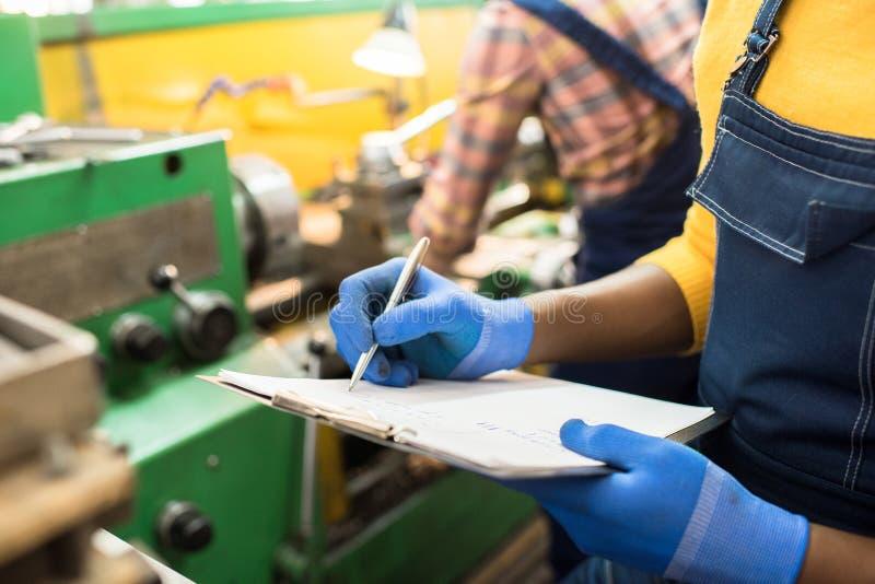 Делать примечания о машине фабрики стоковые изображения rf