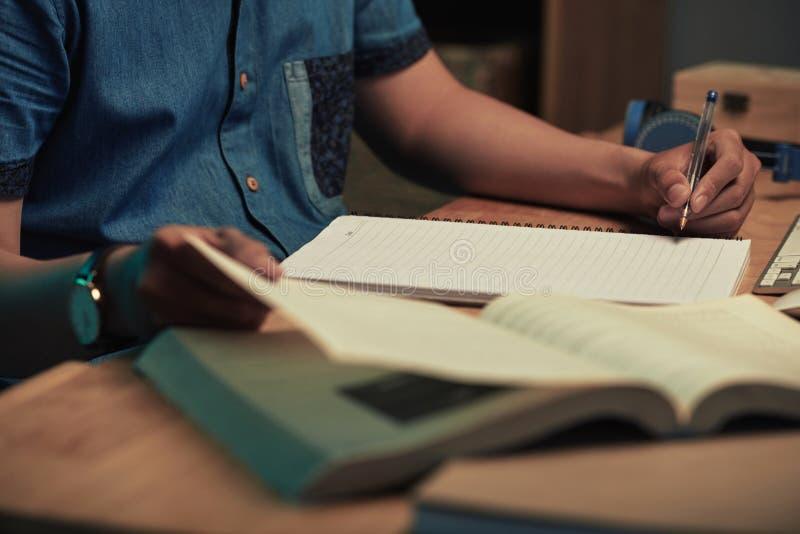 делать студента домашней работы стоковая фотография