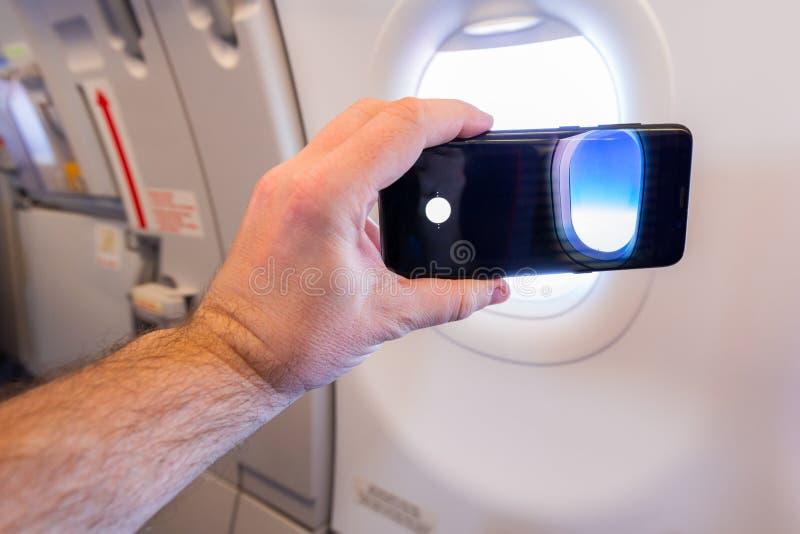 Делать фото во время полета стоковое фото rf