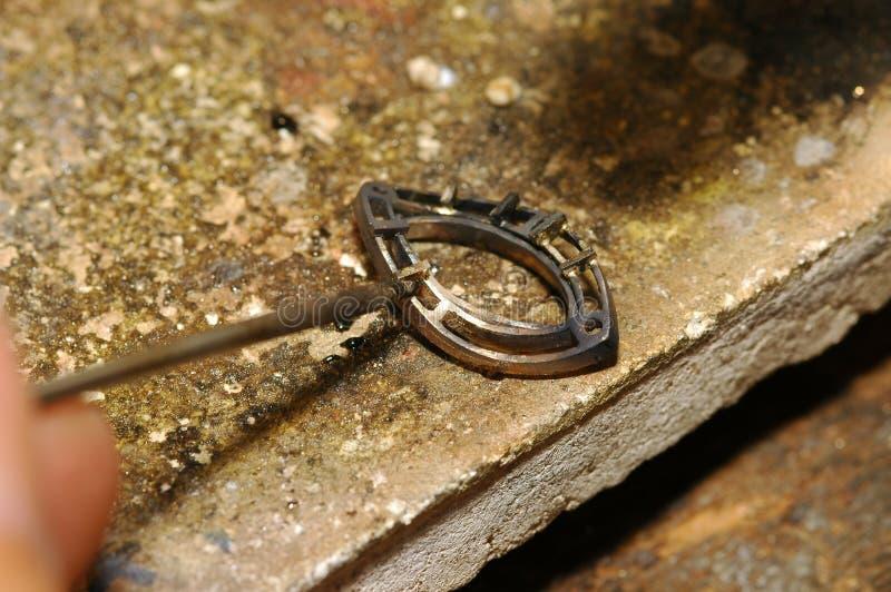 делать ювелирных изделий золота мастера стоковая фотография rf