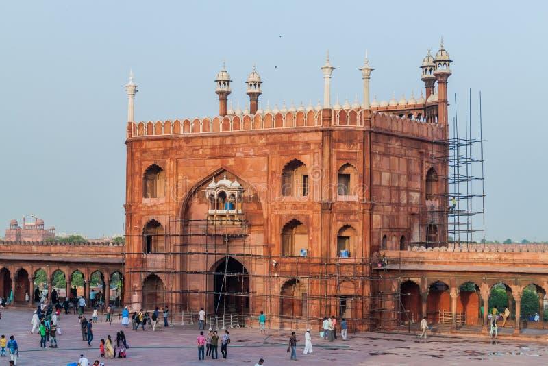 ДЕЛИ, ИНДИЯ - 22-ОЕ ОКТЯБРЯ 2016: Ворота мечети Jama Masjid в центре Дели, Indi стоковое фото rf