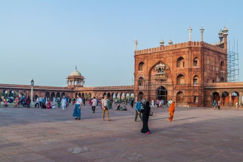 ДЕЛИ, ИНДИЯ - 22-ОЕ ОКТЯБРЯ 2016: Двор мечети Jama Masjid в центре Дели, Indi стоковое изображение rf