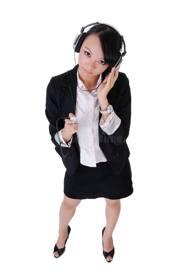 дело слушает женщина нот стоковые фотографии rf