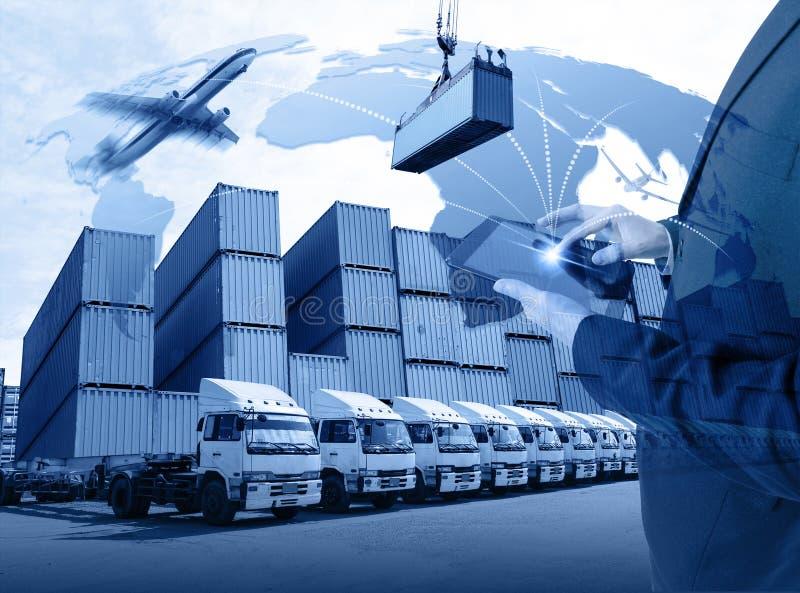 Дело с планшетом всемирного грузового транспорта или глобального busi стоковые изображения