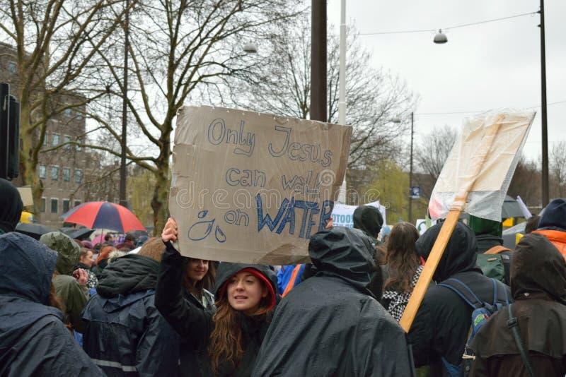 Демонстрации маршируют для более сильных политик изменения климата в Нидерланд стоковая фотография rf