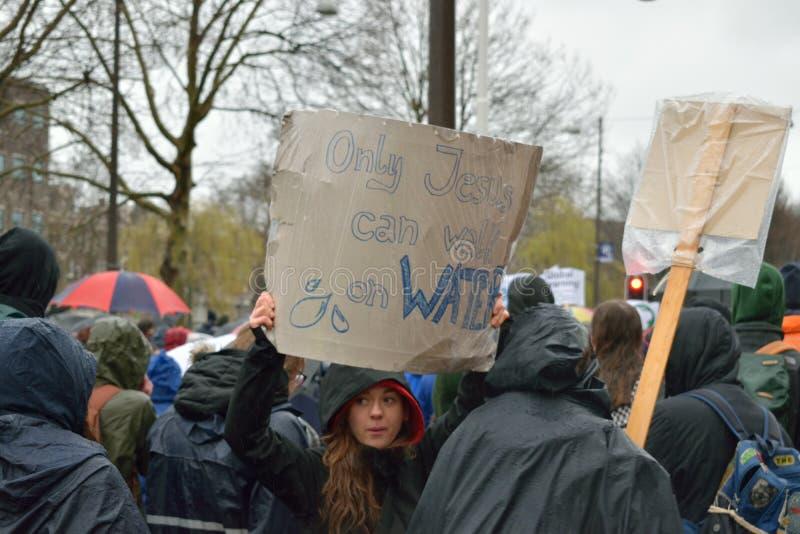Демонстрации маршируют для более сильных политик изменения климата в Нидерланд стоковые фото