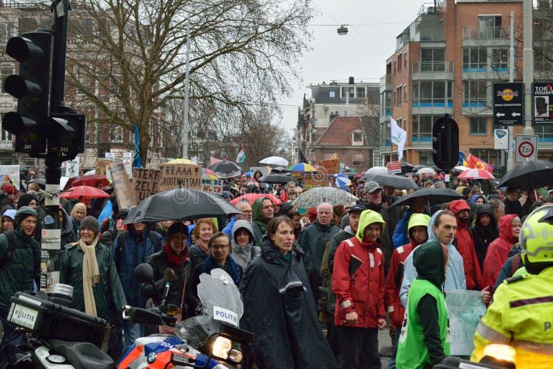 Демонстрации маршируют для более сильных политик изменения климата в Нидерланд стоковое изображение rf