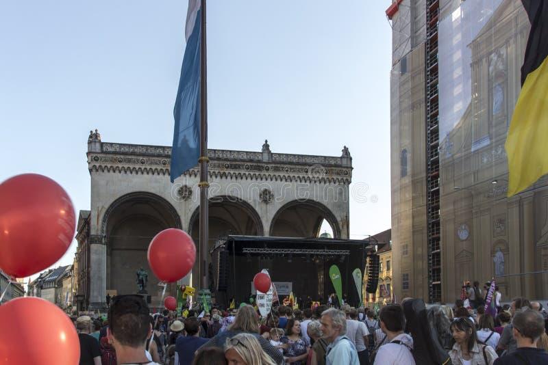 Демонстрация по случаю саммита G7 в Мюнхене, Germa стоковые фото