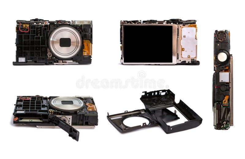 Демонтированное цифровой фотокамера от различных углов Детали сломленной камеры стоковые фотографии rf