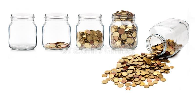 Деньги в опарнике варенья стоковое изображение