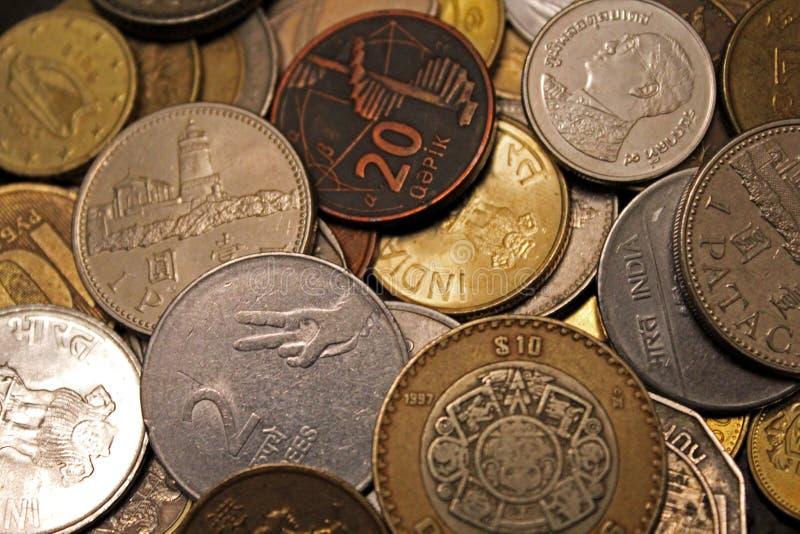 Деньги мира, страны, монетки, богатство, значения, Индия, Азербайджан, Мексика, Россия, туризм, перемещение, финансы, дело стоковое изображение