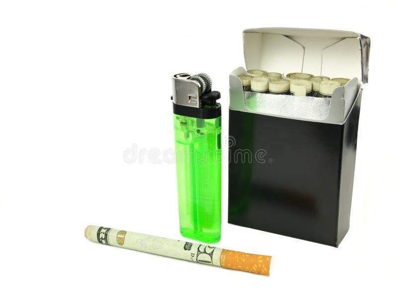 деньги сигареты стоковые фото
