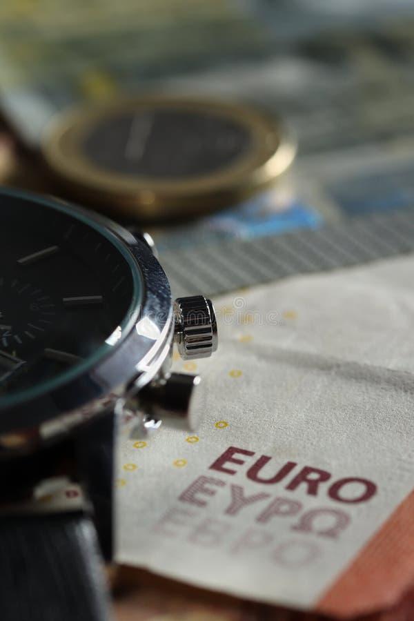 Деньги, счеты евро с наручными часами стоковое изображение rf