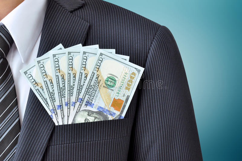 Деньги - счеты доллара Соединенных Штатов (USD) в карманн бизнесмена стоковое изображение