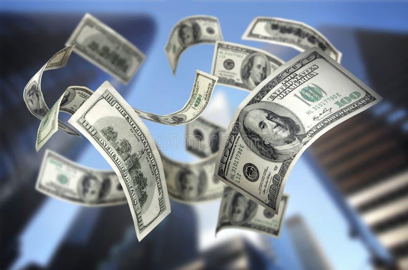 деньги 100 счетов падая стоковые изображения rf