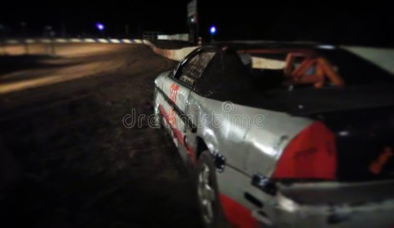 день автомобиля управляя смотрящ человека раскрыл окно спорта визирования гонки серьезное стоковое фото