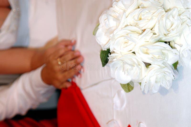 день вручает венчание стоковые фото