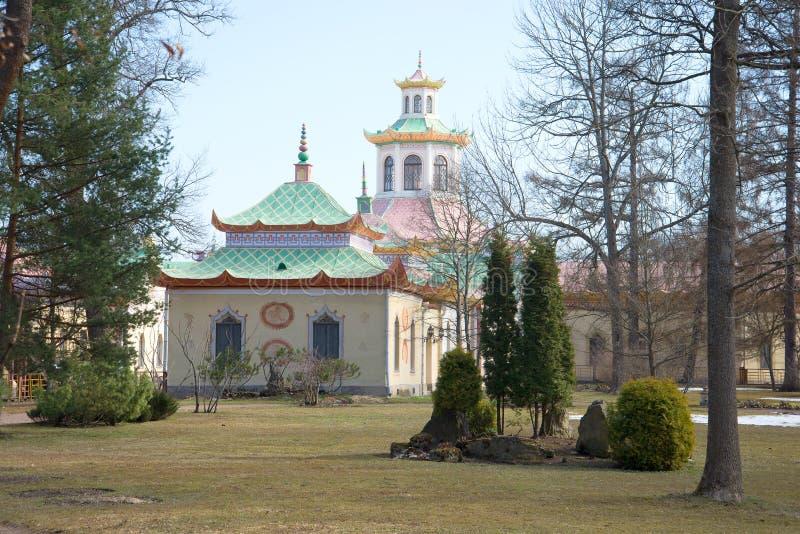 День в апреле в китайской деревне Парк Александра Tsarskoye Selo стоковые изображения rf