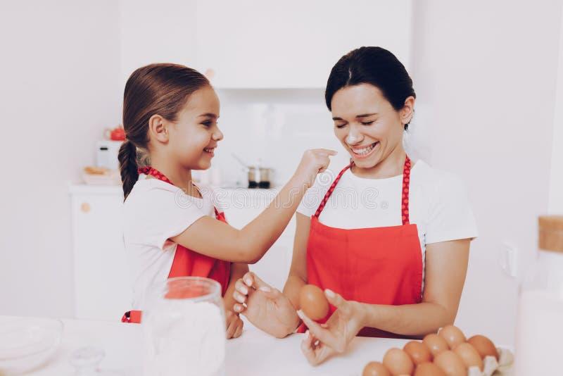 День для матери и дочери Счастливый день с мамой стоковое изображение