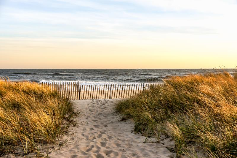 День осени в ноябре на пляже Hamptons, Нью-Йорк стоковое изображение