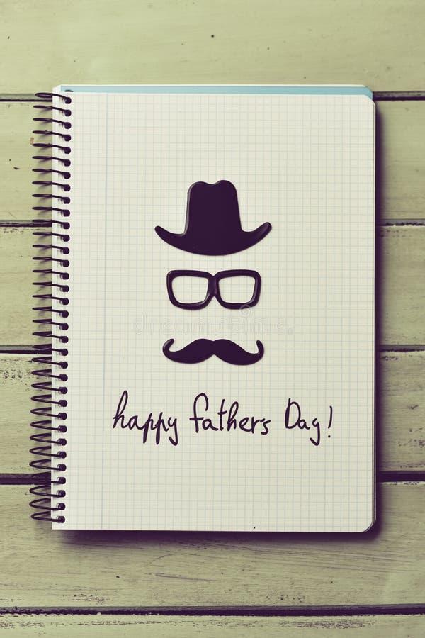 День отцов Eyeglasses, усика и текста счастливый стоковое фото rf
