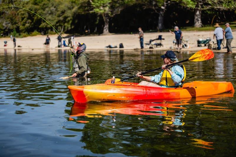 День потехи на озере стоковое изображение rf