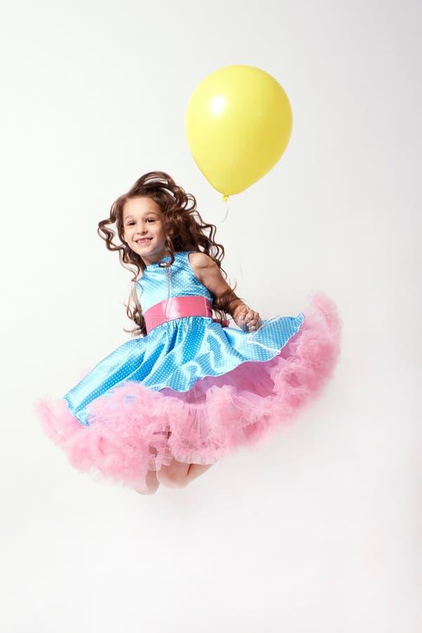 День рождения балерина немногая Желтый воздушный шар голубое maike платья стоковое фото rf